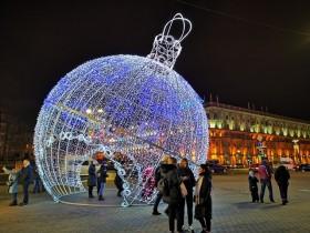 白罗斯留学生活日记:明斯克街道夜景和两个圣诞节(照片)